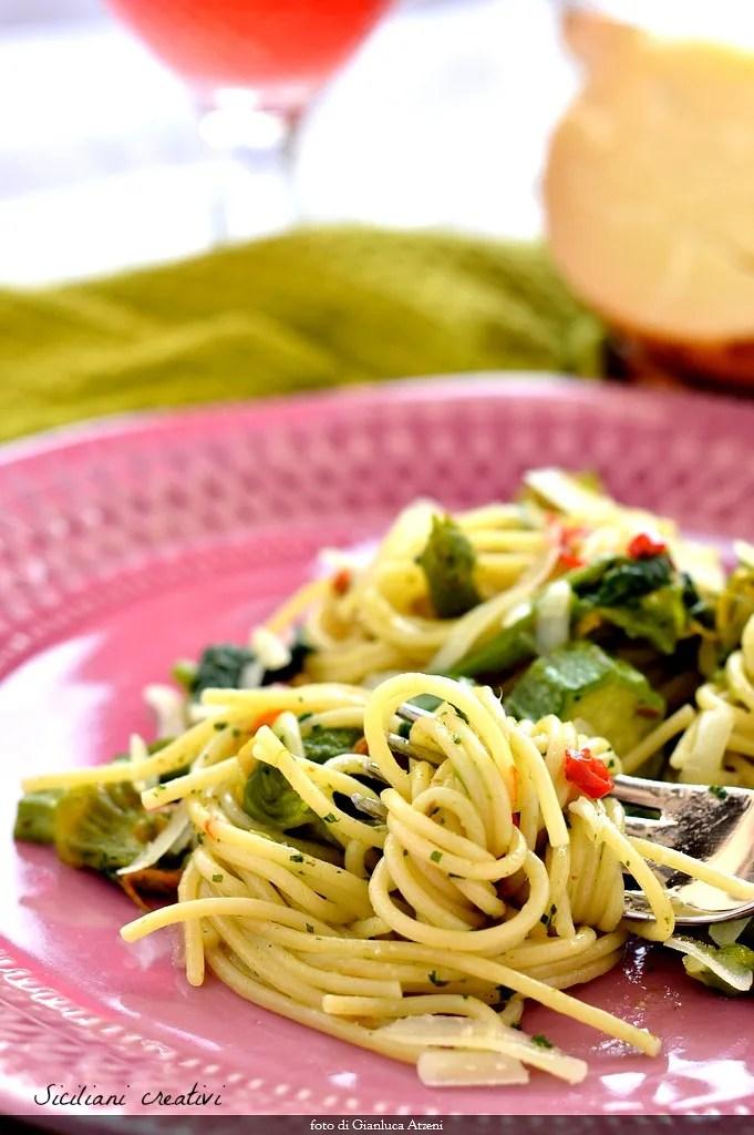 Spaghetti aglio e olio avec tenerumi: recette sicilienne facile