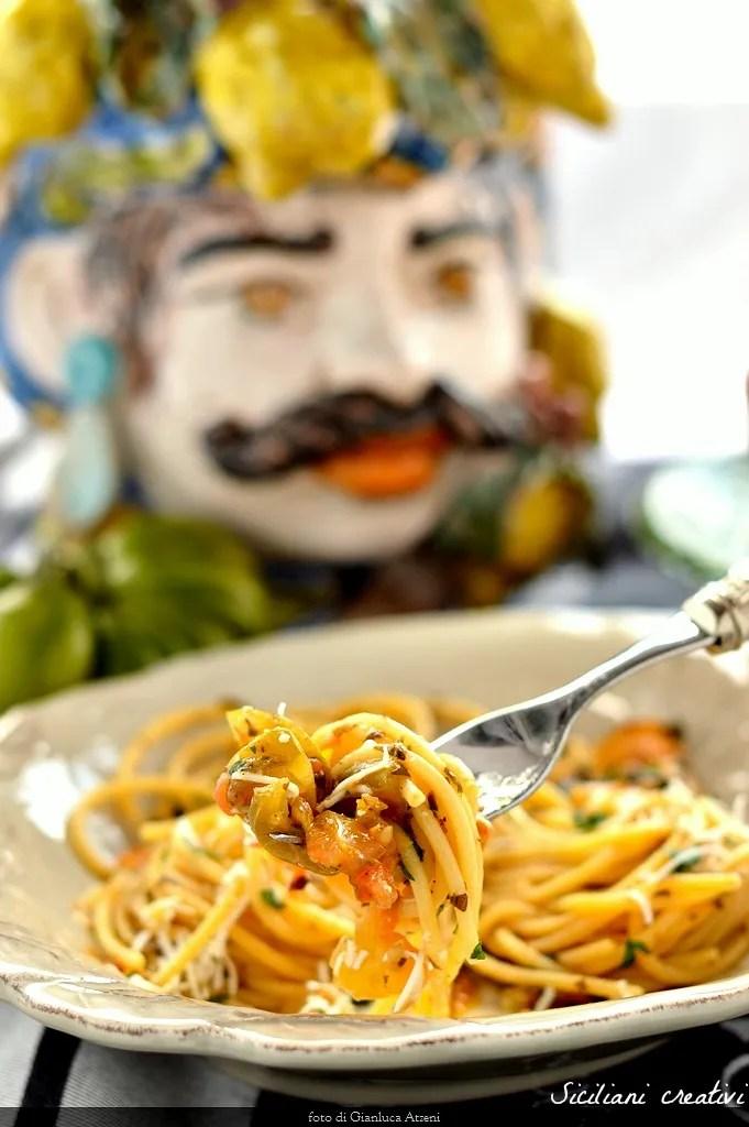 Spagetti yeşil domates ile