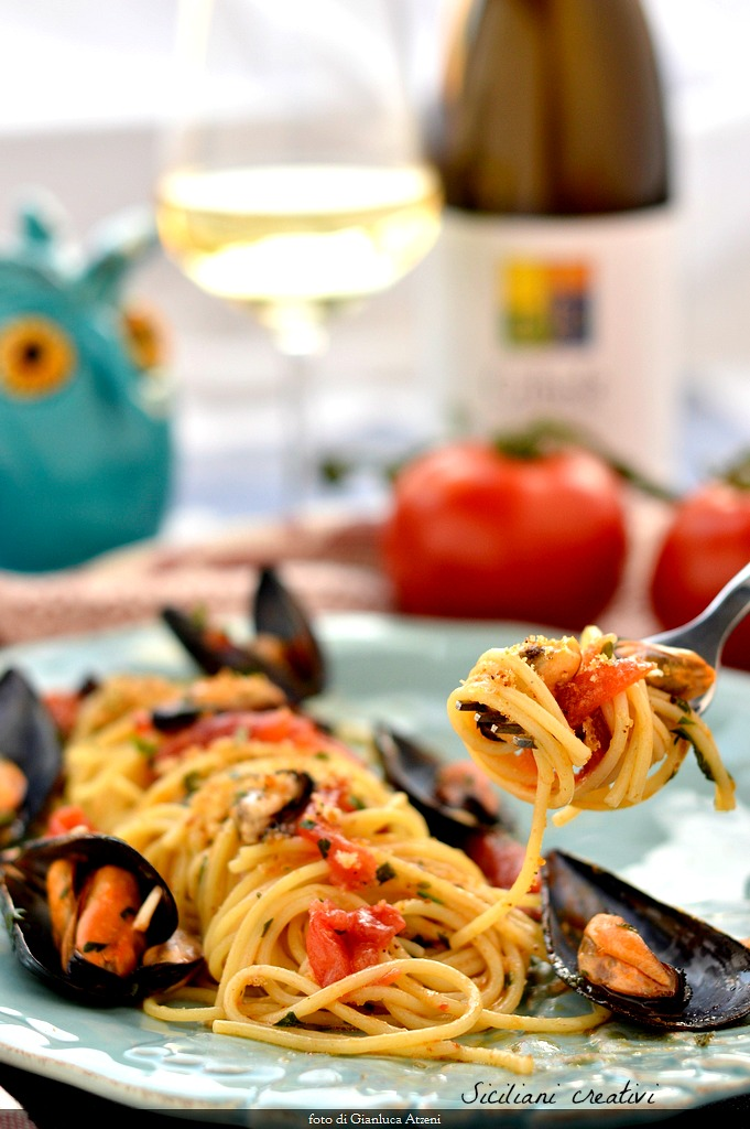 Spaghetti with mussels Sicilian
