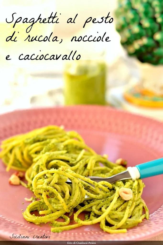 Al pesto de espaguetis, avellanas y caciocavallo