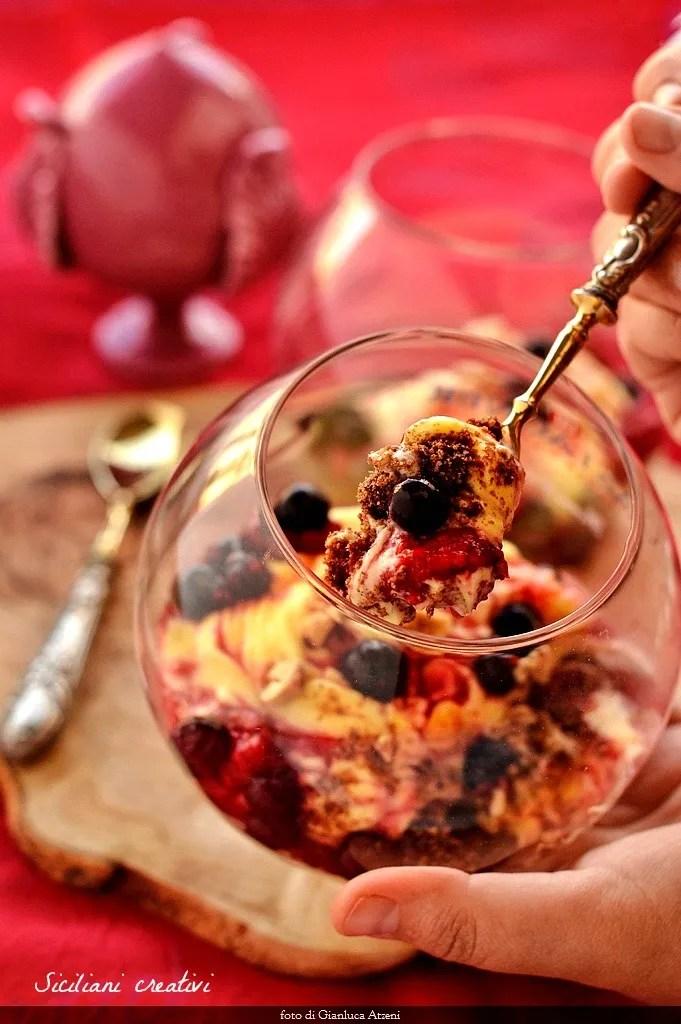 crème de safran et de baies sur le cacao et noisettes moulues