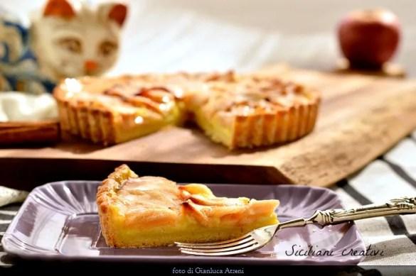 Crostata di mele e crema pasticcera: il dolce perfetto. Con video ricetta