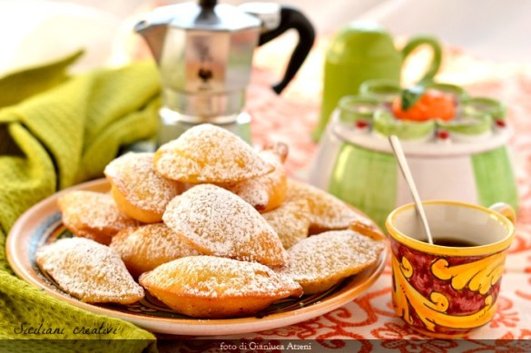 Ravioli dolci fritti di ricotta (cassatelle siciliane)