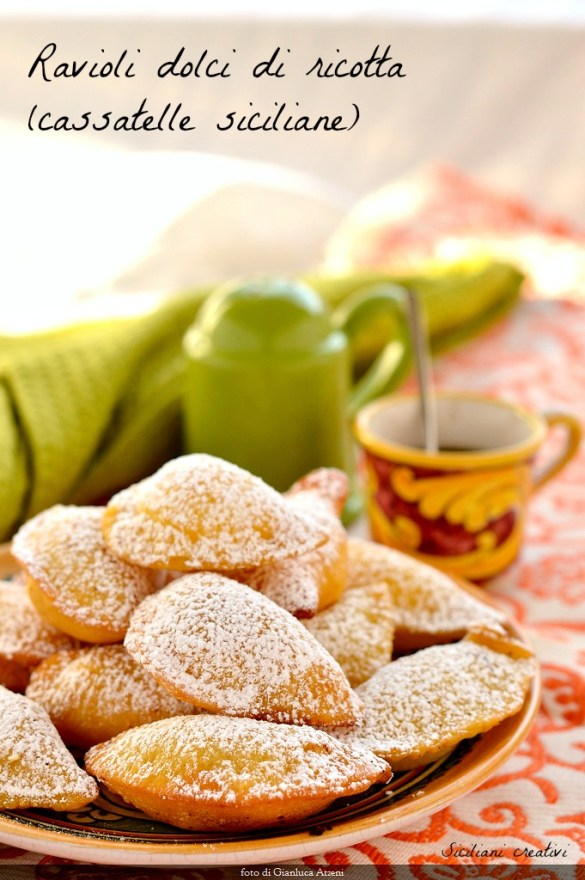 gebratene süße Ravioli mit Ricotta (Sicilian cassatelle)
