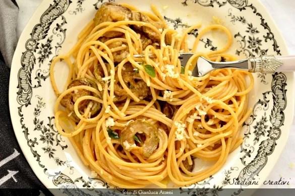 Pasta con le zucchine fritte alla siciliana