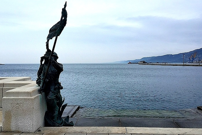 Itinerarios: l\'austera ed elegante Trieste, entre el estilo de calor Mediterráneo y Oriente Europa
