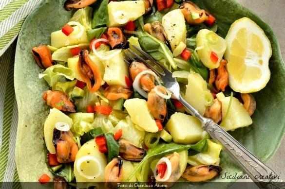 Insalata di patate e cozze: ricetta facile e leggera per un antipasto gourmet