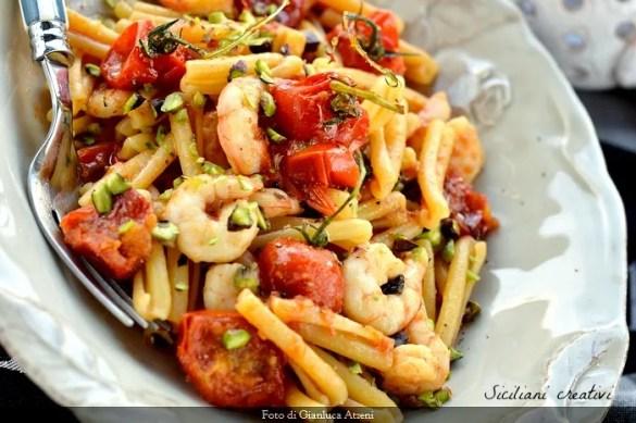 Pasta con gamberi, pomodori Pachino e pistacchio