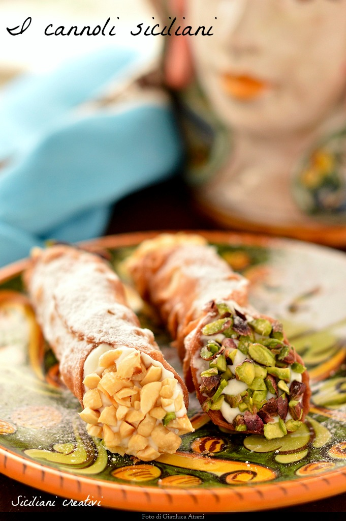 The Sicilian cannoli: the original recipe of one of the most famous Sicilian sweet and not only. With thin skin, crisp and full of bubbles and a creamy filling of ricotta cheese.