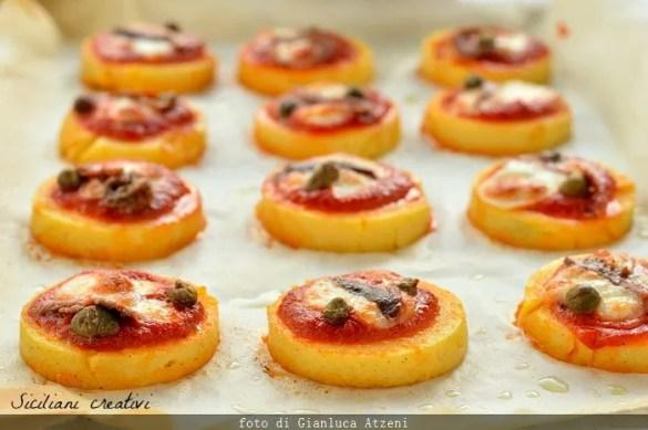 Pizzette di polenta: facili e buone per un aperitivo goloso