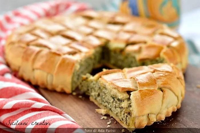 Torta salata con erbette e ricotta, con copertura intrecciata a mano