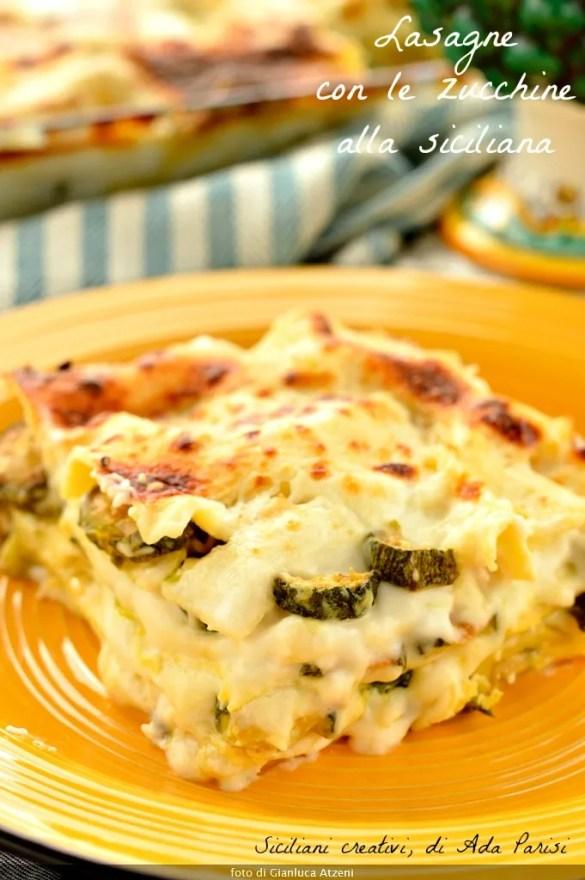 Eine großzügige Portion weiß Lasagne mit Zucchini, cremig und Vegetarier