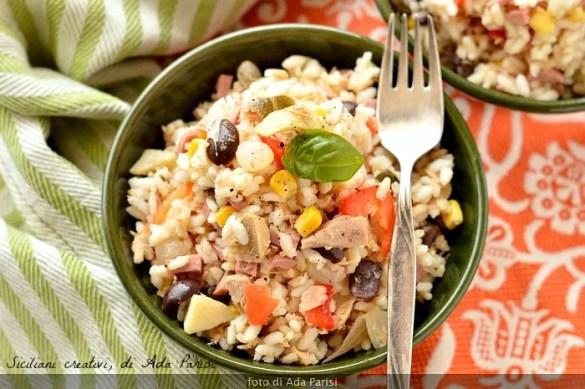 Insalata di riso, ricetta classica. Uno dei piatti estivi più gettonati. Qui nella mia versione che potete personalizzare in base ai vostri gusti.