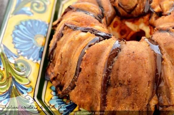 Timballo di anelletti con melanzane e polpettine fritte
