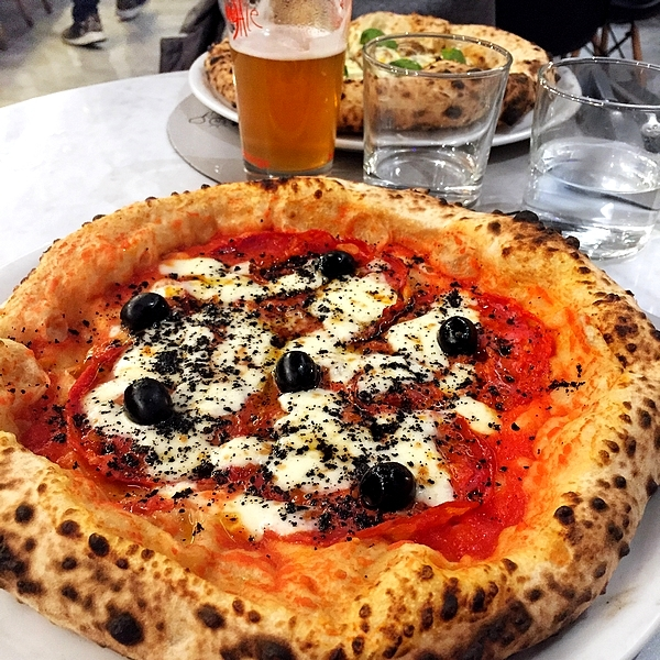 Reviews: Your pizza Illuminati. A Roma l\'alta qualità abita in pizzeria