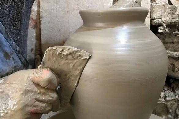 La lavorazione dell'argilla al tornio