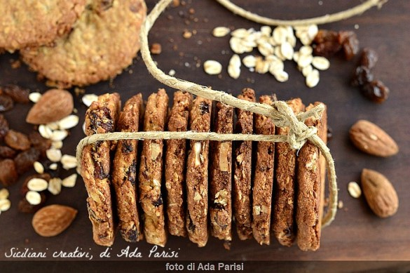 Biscotti Grancereale fatti in casa, con avena mandorle e uvetta