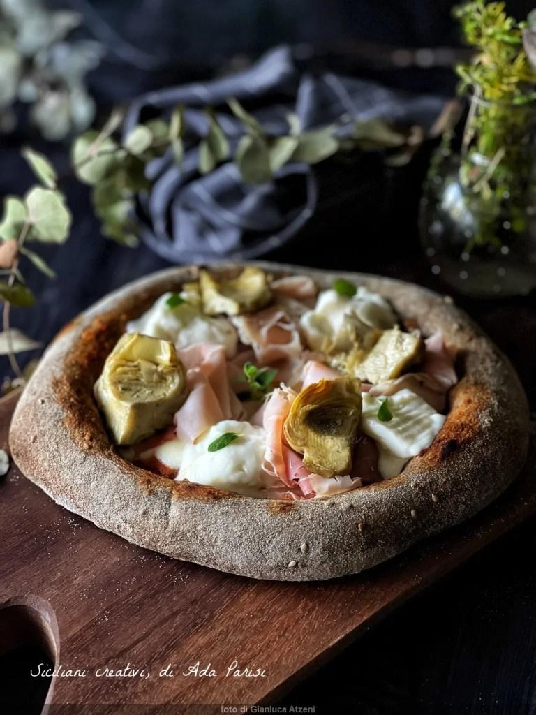 Pizza stracchino, prosciutto e carciofini