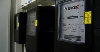 Catania, no agli aumenti delle bollette di luce e gas: presidio davanti alla Prefettura