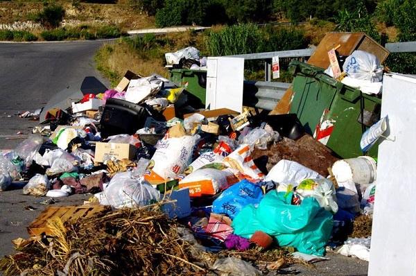#Messina. Odori insopportabili e rifiuti: a Barcellona prime grane per Materia