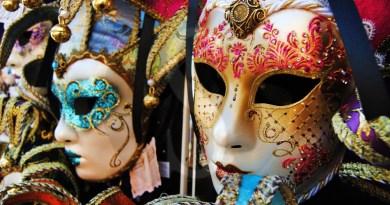 #Acireale. Sequestrati dalla Guardia di Finanza costumi e maschere di carnevale illegali