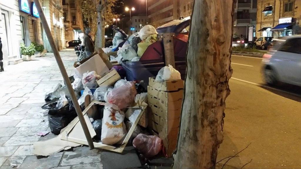 #Vistidall'albero. Di nuovo pieni di rifiuti: un altro fallimento della Giunta