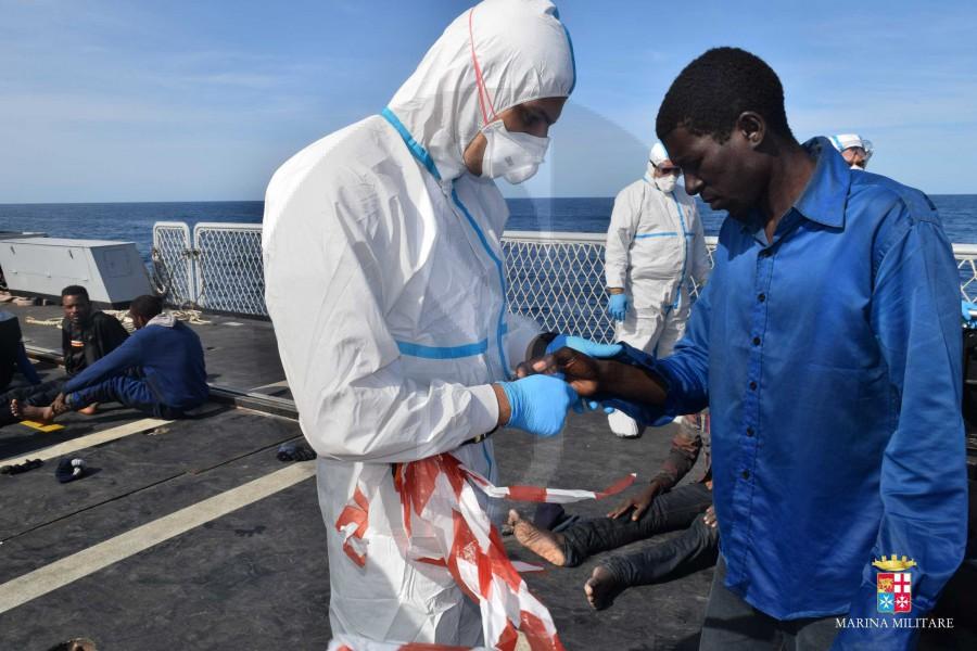 #Sicilia. Operazione Mare Sicuro: la Marina Militare salva 599 migranti FOTO e VIDEO
