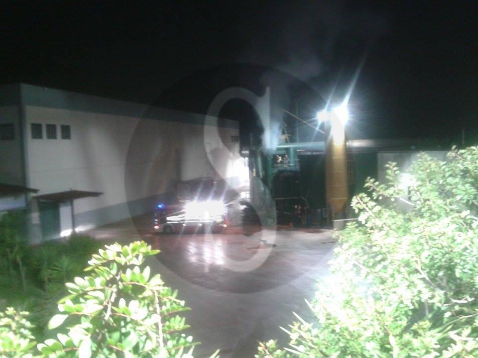 #Barcellona. A fuoco la fabbrica Agrumi Gel a Centineo LE FOTO