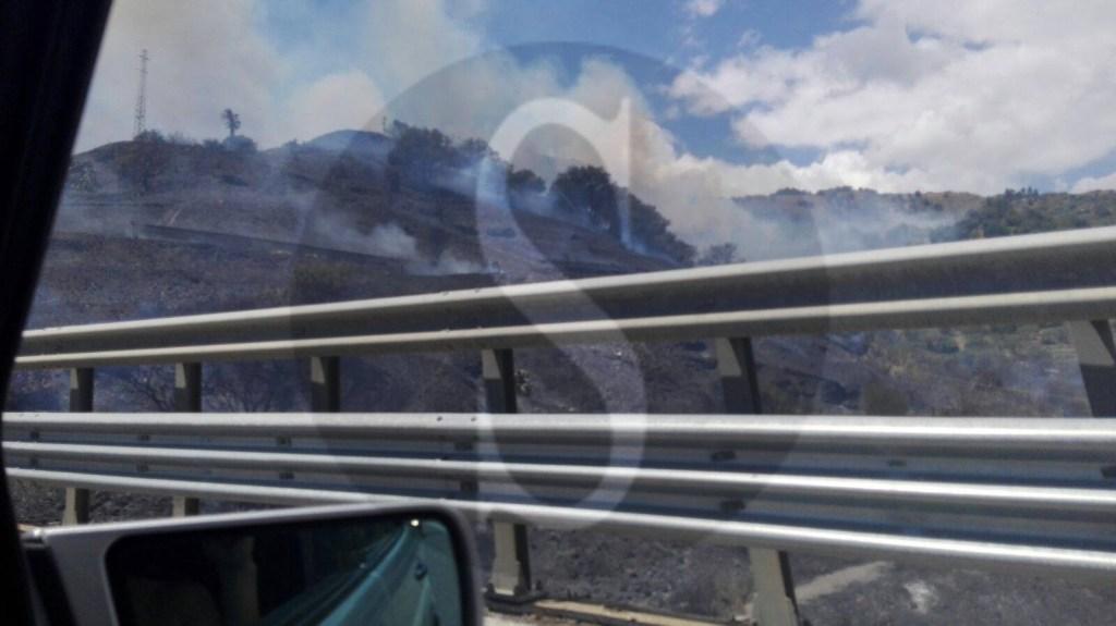 #Sant'Alessio. Incendio in paese, autostrada in tilt