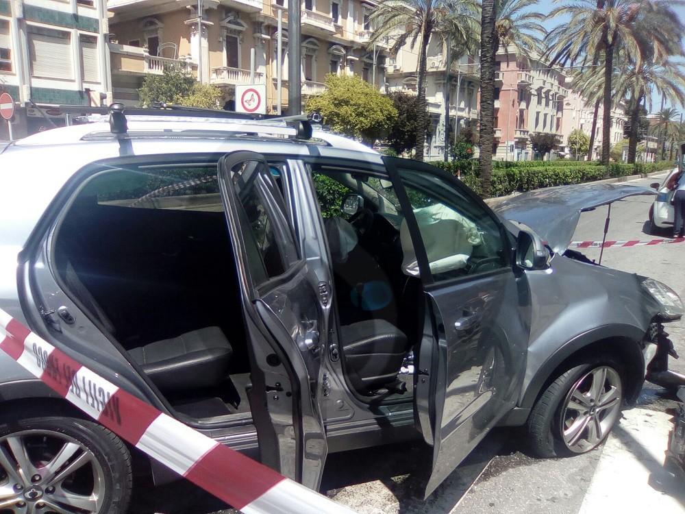 #Messina. Incidente tra auto e mezzo Vigili del Fuoco, 6 feriti