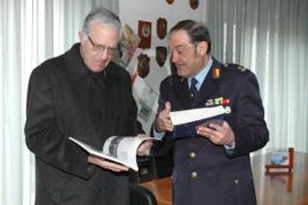 #Messina. L'arcivescovo Accolla in visita alla polizia municipale