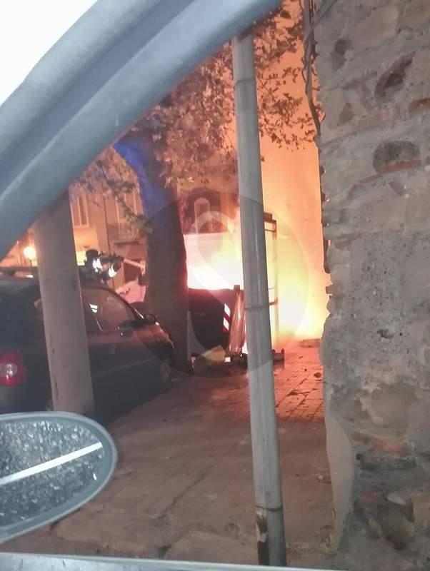 #Barcellona. Cassonetto in fiamme in via San Giovanni
