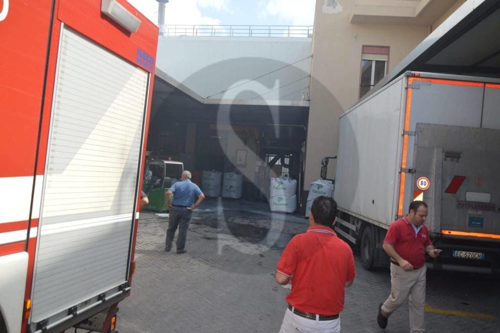 Cronaca. Messina, incendio alla Caffè Barbera: a fuoco una delle macchine tostatrici