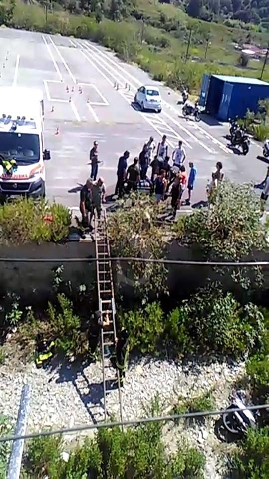 Cronaca. Incidente a Bisconte: ragazzina finisce in un fossato durante le prove per la patente