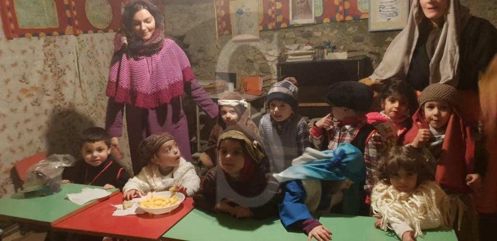 Attualità. Barcellona PG, emozionante presepe vivente dei bambini della scuola Militi