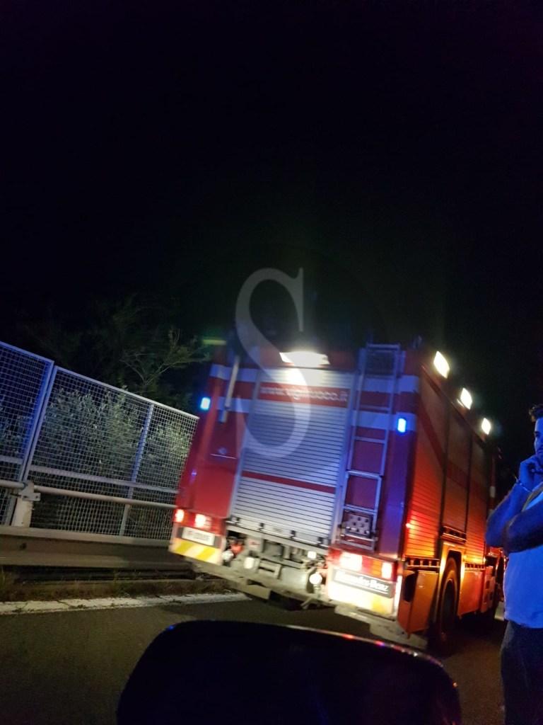 Cronaca. Auto in fiamme in autostrada vicino ai caselli di Barcellona Pozzo di Gotto