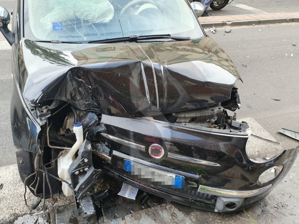 Cronaca. Messina, violento scontro tra auto in via Cesare Battisti: un ferito