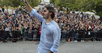 """Dopo la vittoria ad """"Amici"""" bagno di folla a Messina per il tenore Alberto Urso"""