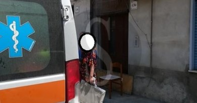 Barcellona PG, buca in via Sant'Andrea: donna si rompe la caviglia e finisce in ospedale