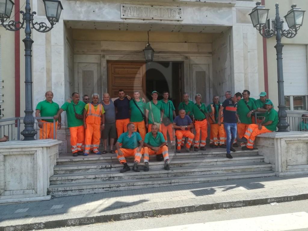 Cronaca. Barcellona PG, lavoratori Dusty nuovamente sul piede di guerra. Protesta in comune