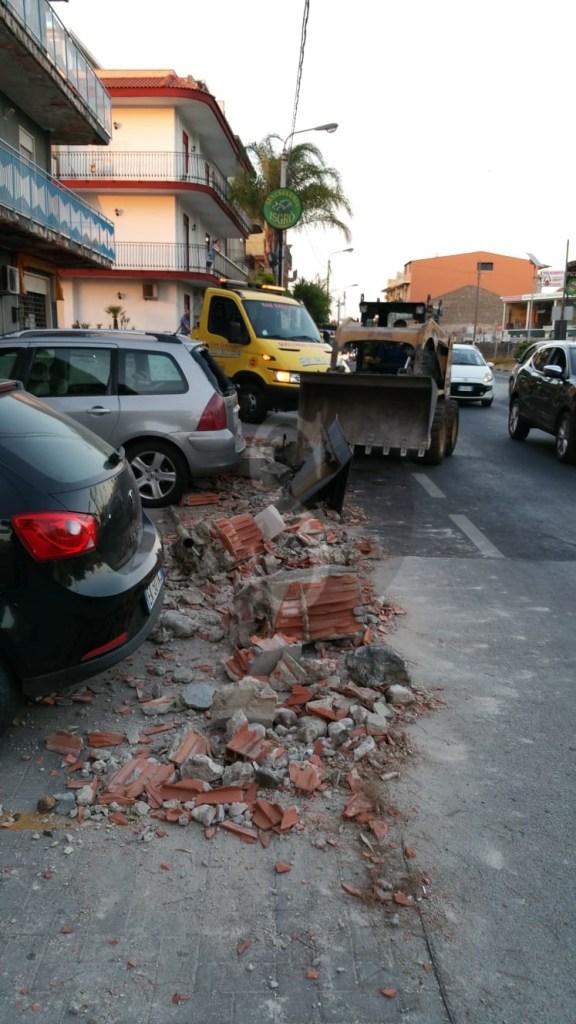 Milazzo, incidente nella zona di Archi, auto contro un muro. Donna ferita