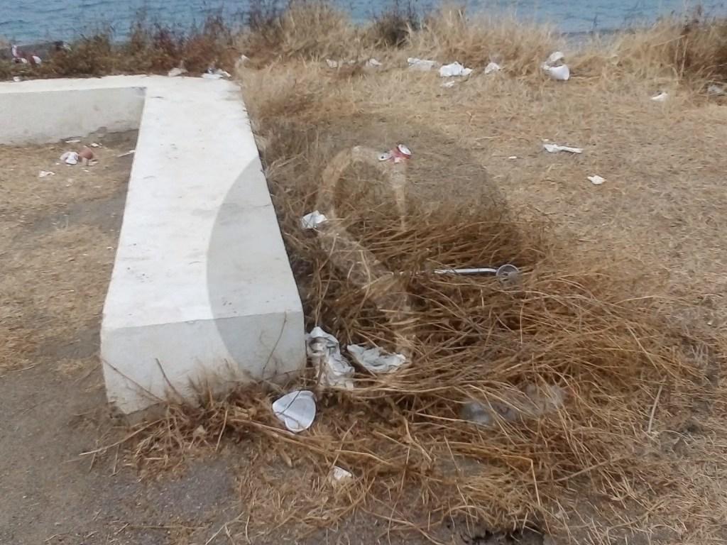 Barcellona PG, degrado e vandali Sos in piazza delle Ancore a Calderà