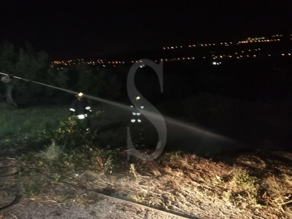 Pace del Mela, incendio in serata in contrada Canne Macchie. Intervento dei vigili del fuoco