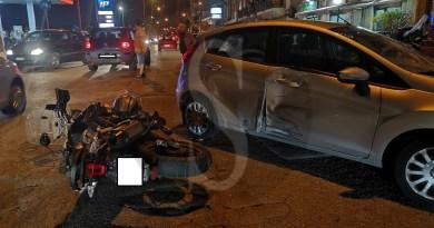 Incidente sulla litoranea tra una Ford Fiesta e una moto: il centauro trasportato al Papardo