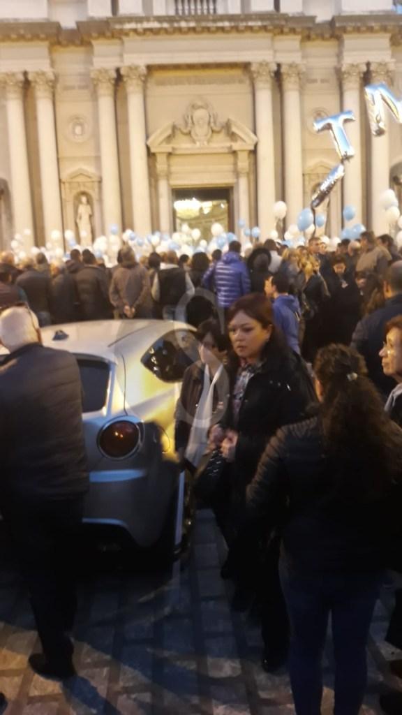 Esplosione Barcellona PG, palloncini e tanta commozione ai funerali di Vito, Fortunato e Giovanni