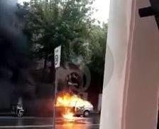 Messina, auto a fuoco in centro: traffico in tilt