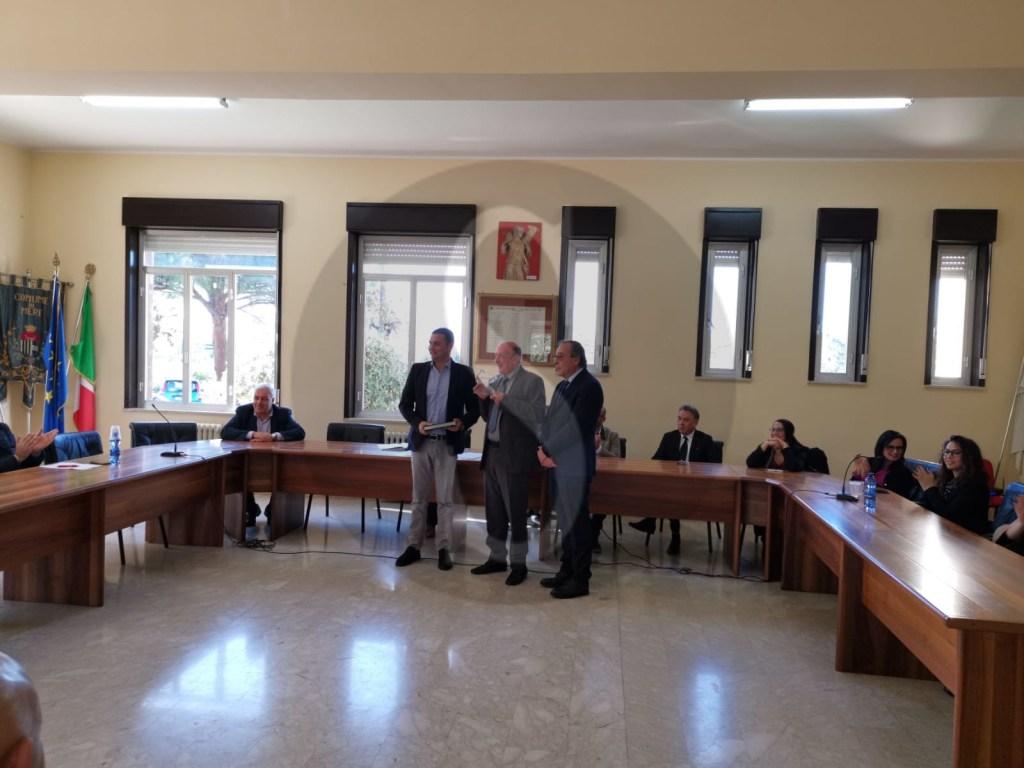 L'aula consiliare di Merí intitolata a Falcone e Borsellino. Targa ricordo al brigadiere Merulla