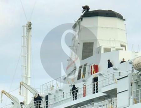 Messina, tragedia sfiorata: minaccia di gettarsi dalla ciminiera di una nave, voleva andare dal papa
