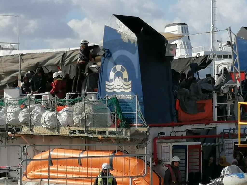 Emergenza Coronavirus, a Messina la Sea Watch 3: tutti i 194 immigrati in quarantena