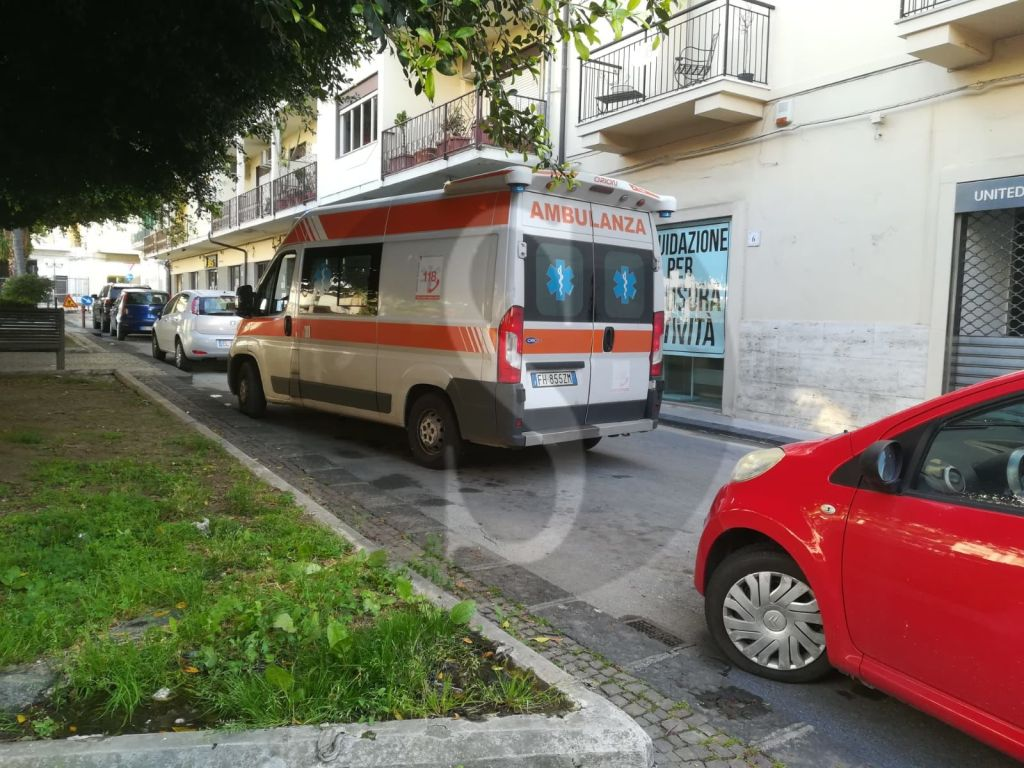 Barcellona PG, sessantenne minaccia una persona con un coltello a piazza Duomo